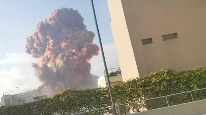 Libano, due potenti esplosioni al porto di Beirut: almeno dieci le vittime