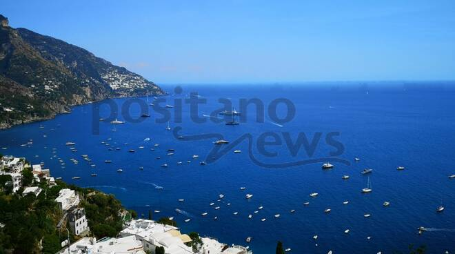 Mega yacht nelle acque di Positano: arrivano Atlantis e Asahi