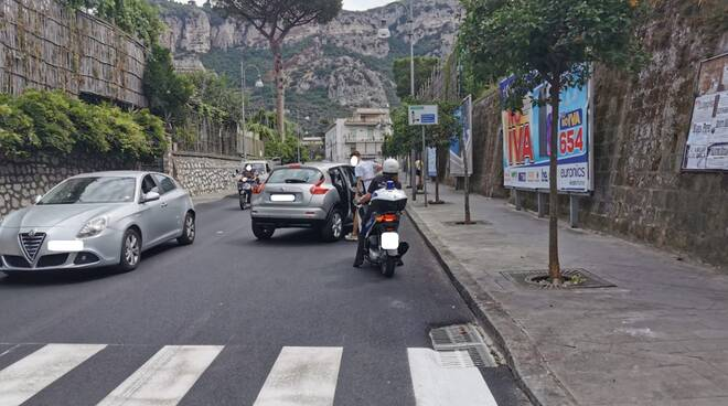 Piano di Sorrento. Incidente tra auto e scooter sul Corso Italia