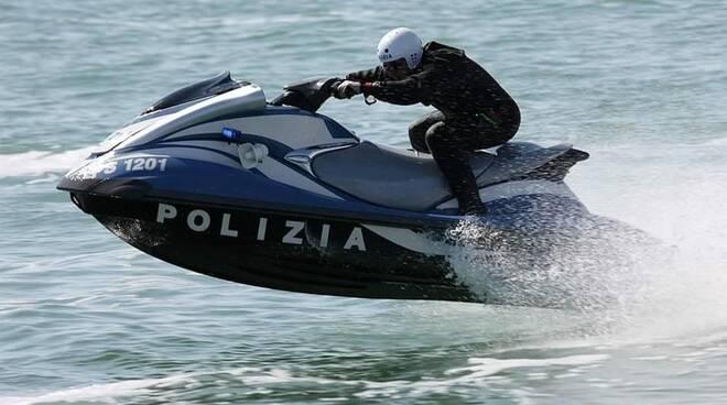 polizia moto d'acqua