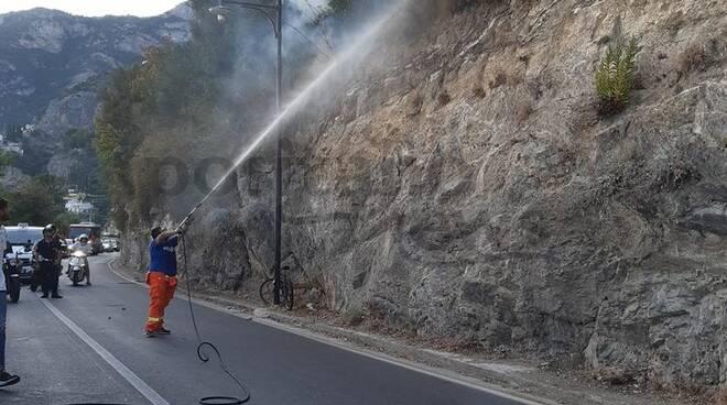 Positano incendio ad Arienzo arriva sulla Statale