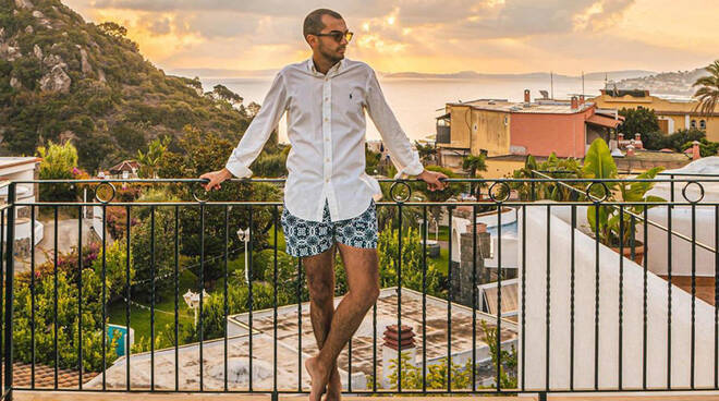 schia meta di VIP, calciatori e influencer: sull'isola il travel blogger Matteo Acitelli