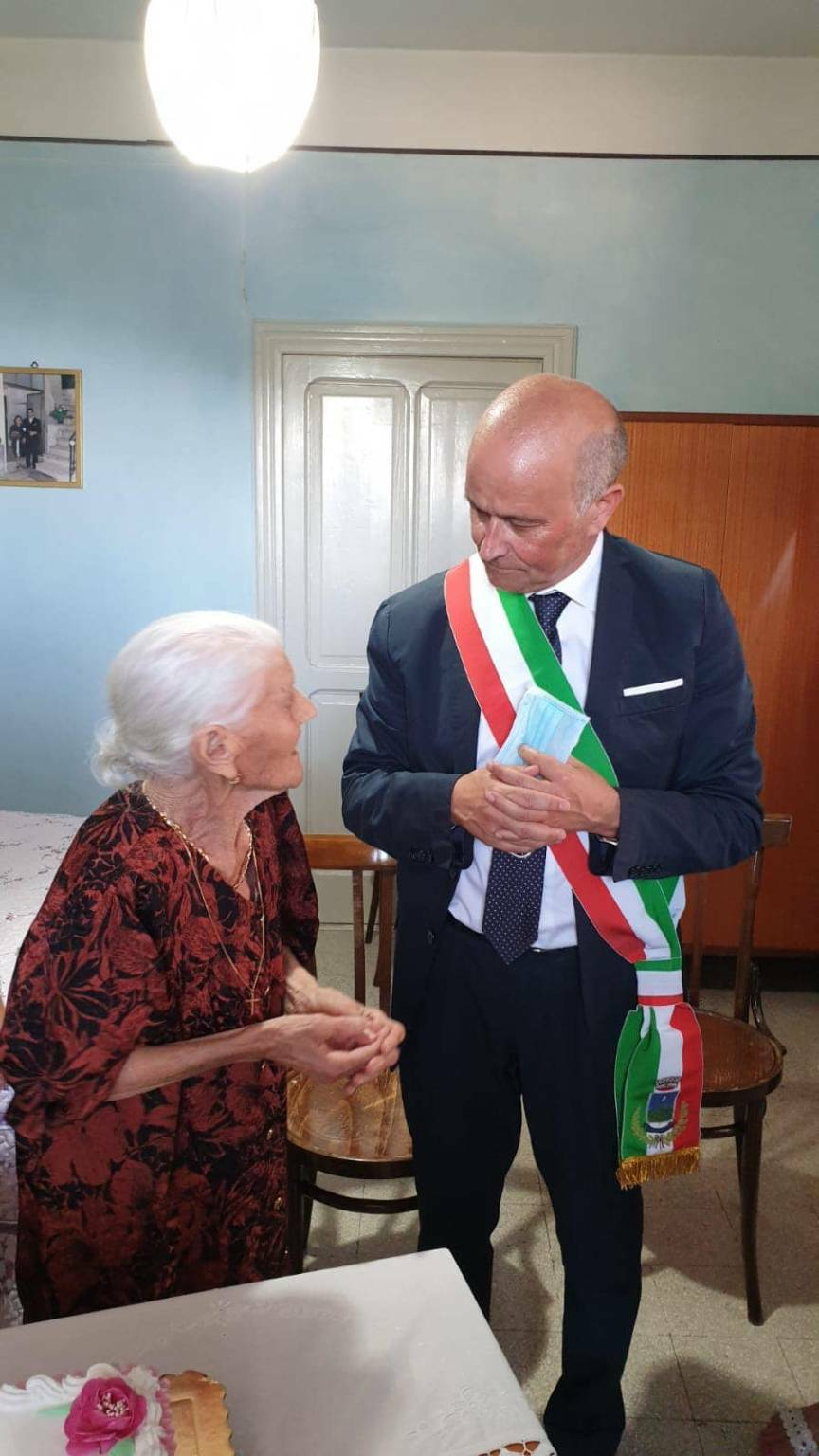 tramonti centenaria nonna viola russo