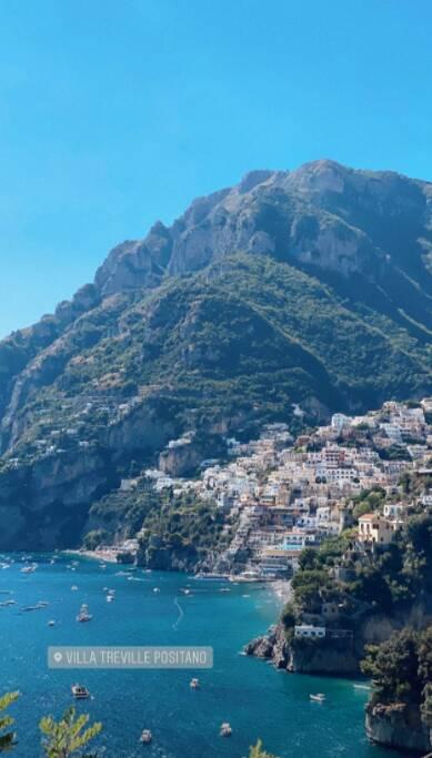 Vacanze in Costiera per la modella Lorena Rae, tra Positano e Ravello