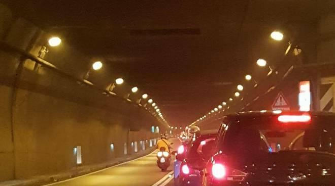Vico Equense, galleria di Seiano completamente bloccata: auto in ferme da 30 minuti