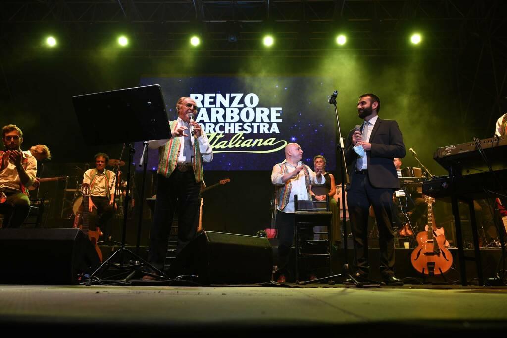 Amalfi. Il travolgente spettacolo di Renzo Arbore chiude la XX edizione del Capodanno Bizantino