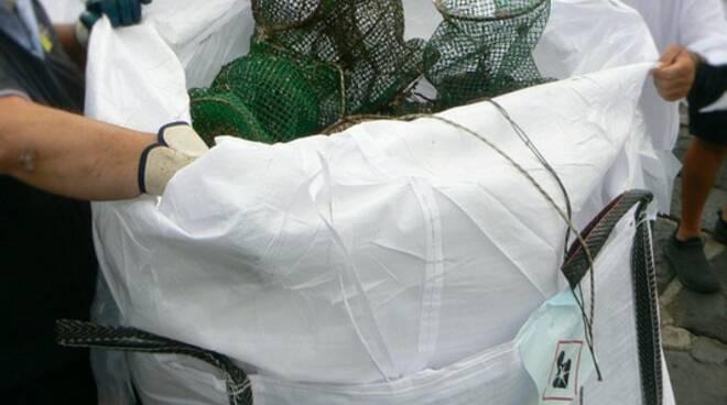 Pesca di frodo e nasse abbandonate, operazione di bonifica delle Fiamme gialle su segnalazione del Wwf