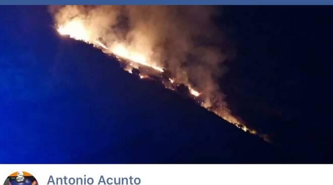 Costiera Amalfitana: brucia ancora Tramonti, colpita anche Corbara