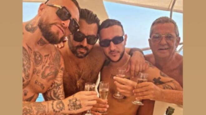 Giorni di relax tra Ravello e Positano anche per il rapper Guè Pequeno