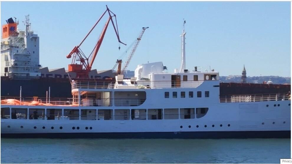 Golfo di Napoli, rinasce Patrizia: la nave del molo San Vincenzo diventa motor yacht di lusso