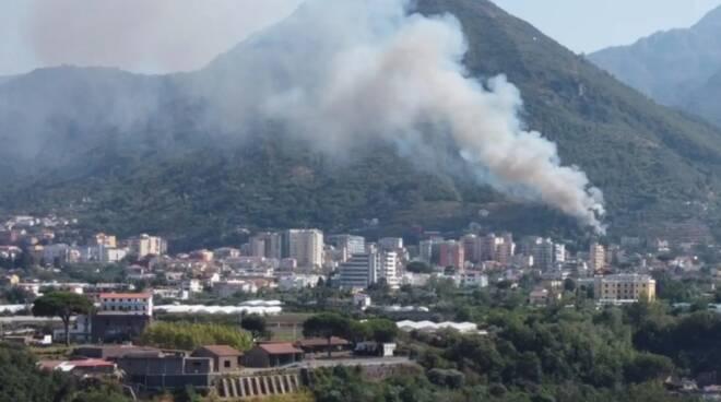 Incendio a Gragnano. Fiamme lungo la Strada Statale per Agerola