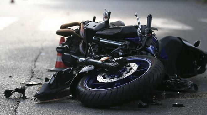 """Penisola Sorrentina, un lettore a Positanonews:""""Mi sono trovato a soccorrere un incidente grave sulla 145"""""""
