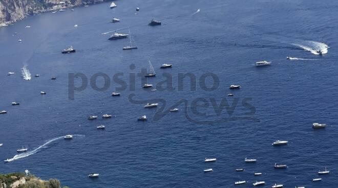 Positano. Anche oggi un mare di yacht