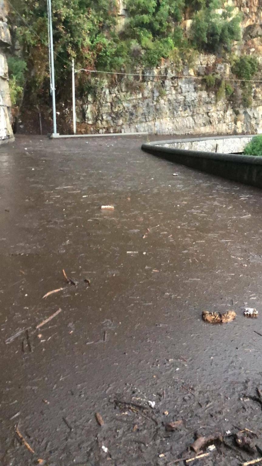 Praiano fango sulla Statale Amalfitana 163