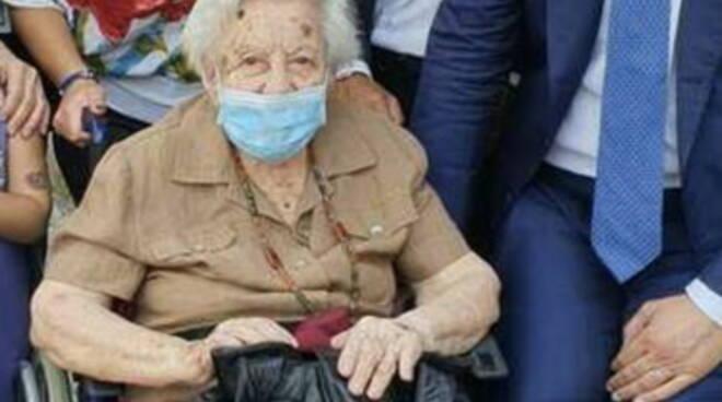 San Giorgio a Cremano. Si candida sindaco, la nonna di 104 anni al seggio per votarlo