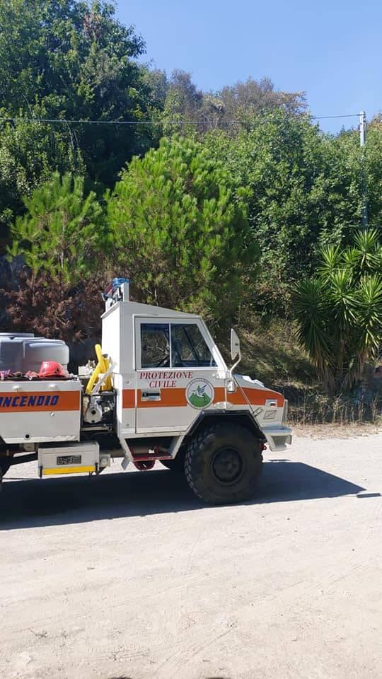 Tramonti. Incendio finalmente domato: vigili del fuoco e volontari al lavoro per tutta la notte