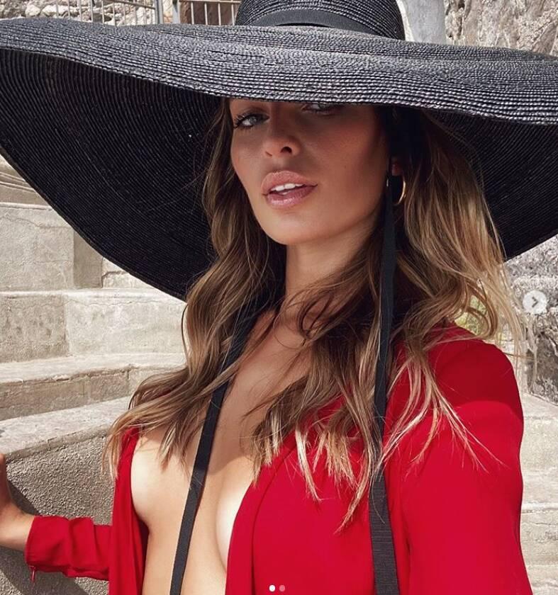 Vacanze ad Amalfi anche per Estefania Bernal, Miss Universo Argentina 2016