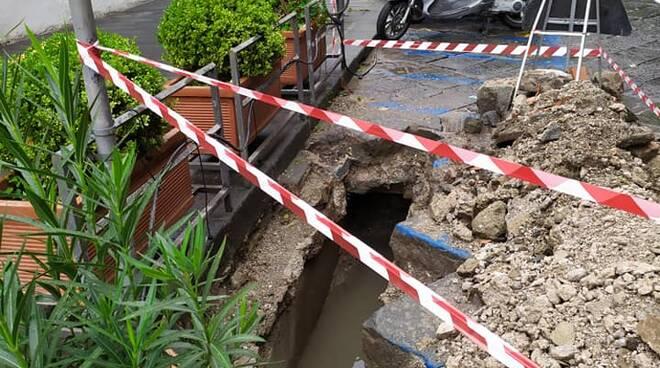 Amalfi lavori alla canale sul lungomare