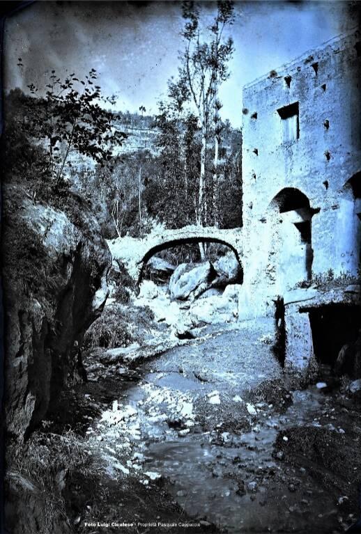 Antica fotografia su lastra di Luigi Cicalese del Ponte fra Scala e Ravello