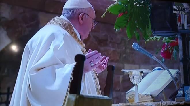 Assisi. L'arrivo di Papa Francesco con Padre Enzo Fortunato, un pezzo della Costiera Amalfitana