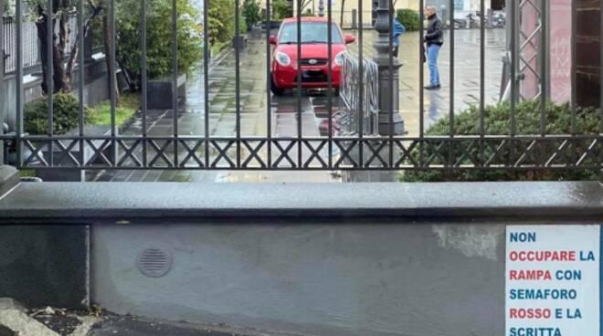 Auto parcheggiate in piazza Siani a Vico Equense