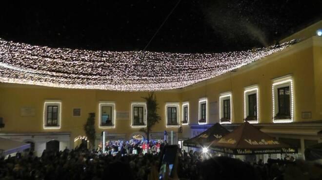 Capri. Il virus non ferma il Natale: illuminazioni in piazzetta