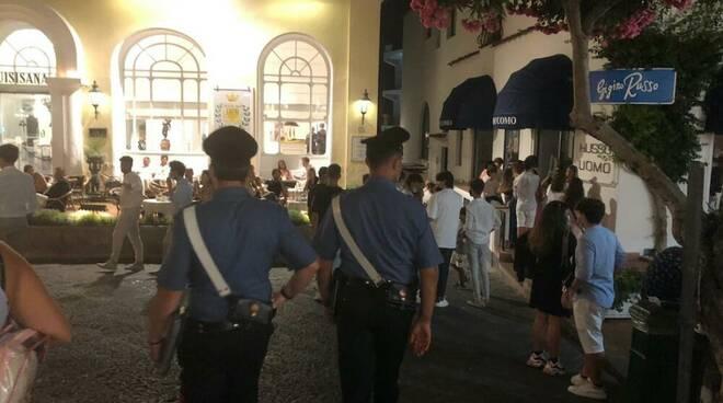 Carabinieri controlli mascherine Capri