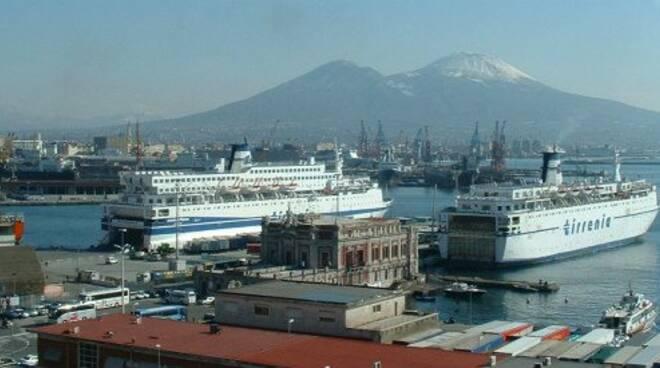 Il progetto per un nuovo impianto GNL nel Porto di Napoli, tra rilancio economico e antiche preoccupazioni