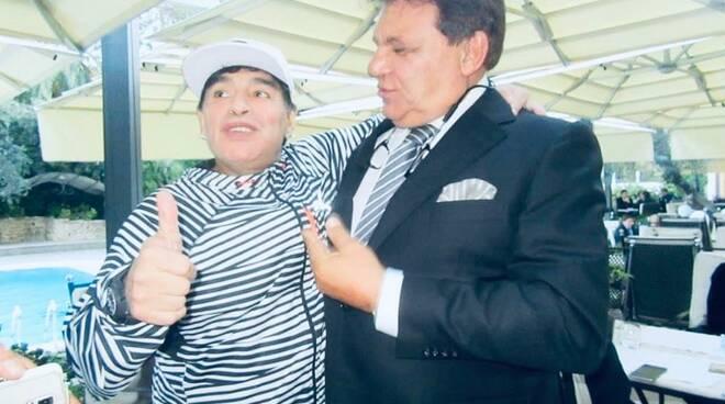 """Maradona compie 60 anni, l'omaggio di Antonio Luise da Posillipo: """"Auguri al Dio del Calcio, papà suo grande amico"""""""
