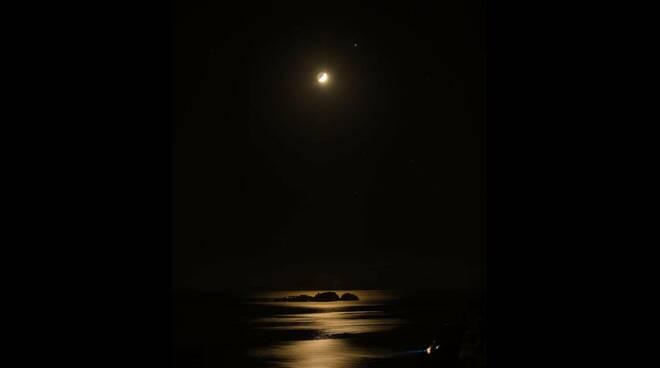 Congiunzione Luna-Giove-Saturno a Positano, foto Fabio Fusco