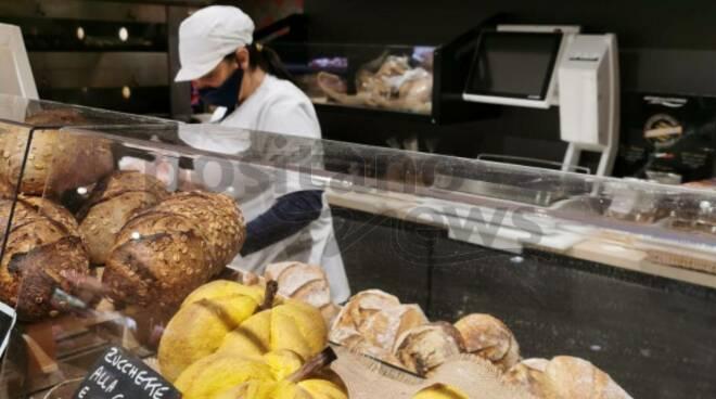 Piano di Sorrento. Al supermercato Tre Esse si respira aria di Halloween con il pane alla zucca