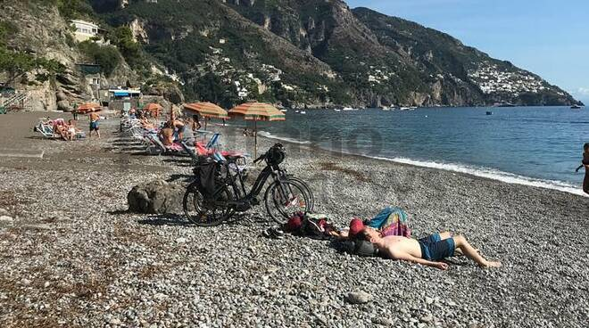 Positano la bici in spiaggia