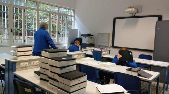 Amalfi. Distribuiti più di 60 iPad agli alunni del Marini Gioia per seguire la didattica a distanza