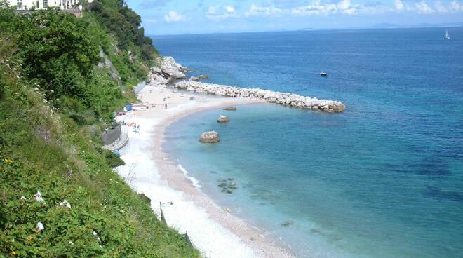 Capri: parte l'operazione recupero della spiaggia di Marina Grande