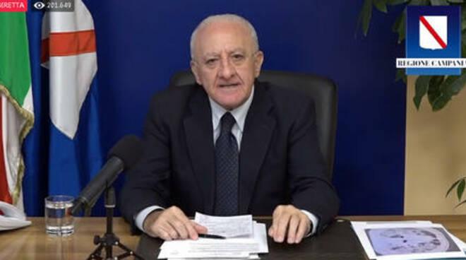 ++ Covid:De Luca a prefetto Napoli, piano controlli polizia ++ Assembramenti fuori controllo Lungomare Napoli e centro storico