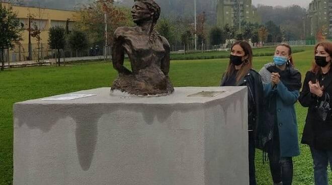 """Frosinone, \""""Camilla e Viola\"""", icone contro la violenza di genere"""