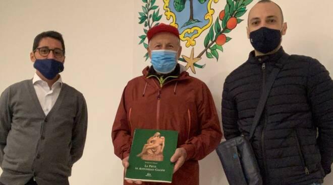 Elio Brusamento, amico di Positanonews, arriva a piedi a Soverato, in Calabria