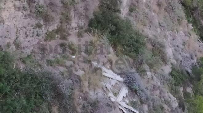 Eternit sulla Strada Statale verso Positano, al confine con Piano di Sorrento e Vico Equense