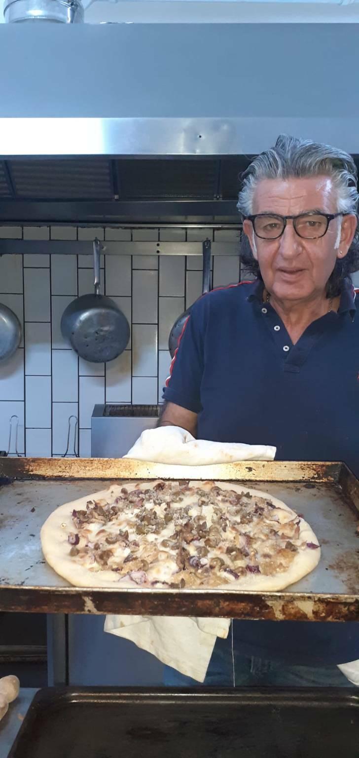Praiano la tradizione della pizza di grano
