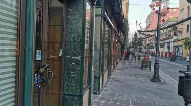 Sorrento zona rossa: quasi tutti i negozi sono chiusi