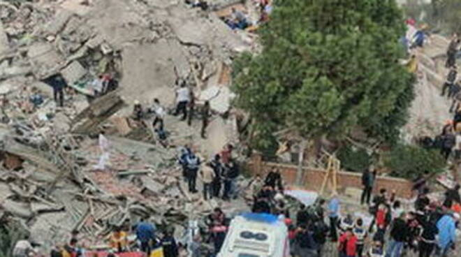 Terremoto Turchia, bambina estratta viva dalle macerie 60 ore dopo sisma