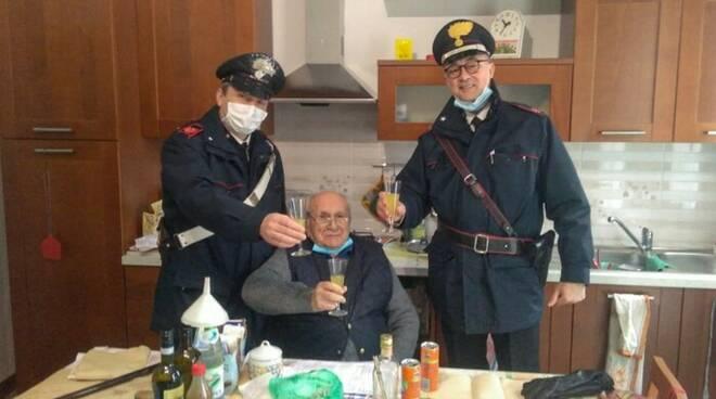 anziano e brindisi carabinieri