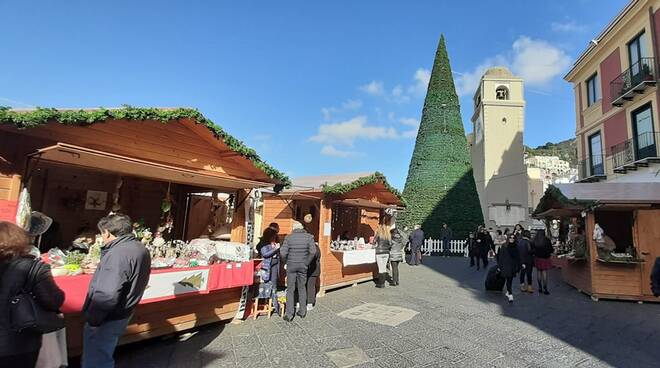 Capri, mercatini in stile Amazon: gli incassi in beneficenza