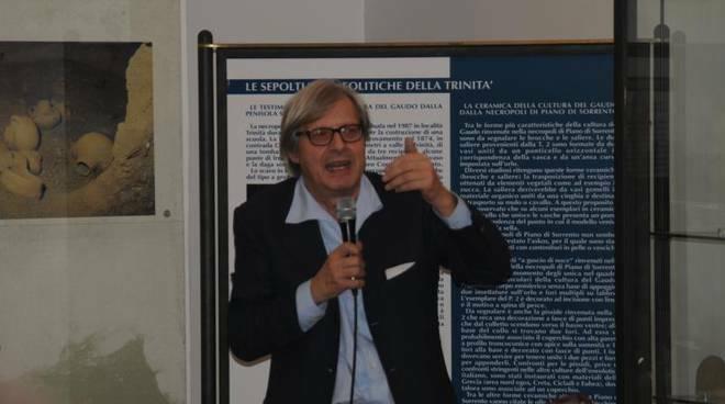 Vittorio Sgarbi lancia la pellicola anti Covid per riaprire i Musei