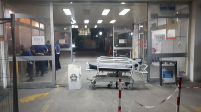 Genitori paziente picchiano infermiera a Napoli \'Trascurate nostra figlia\' e colpiscono donna con calci e pugni