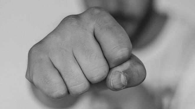 Pestaggi brutali, la violenza del branco. Una generazione senza passioni e vuota di ideali