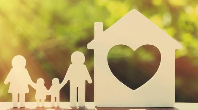 Con la manovra arriva l'assegno unico per le famiglie con figli: a chi spetta e in cosa consiste