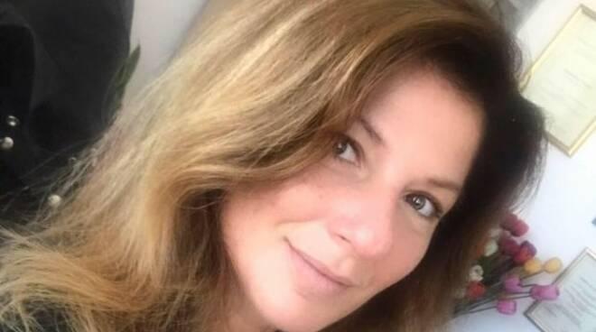 """Elisabetta Notaro, psicologa: """"Sul Covid c'è manipolazione mediatica, si rischia la depressione di massa. Un danno grave e duraturo"""""""