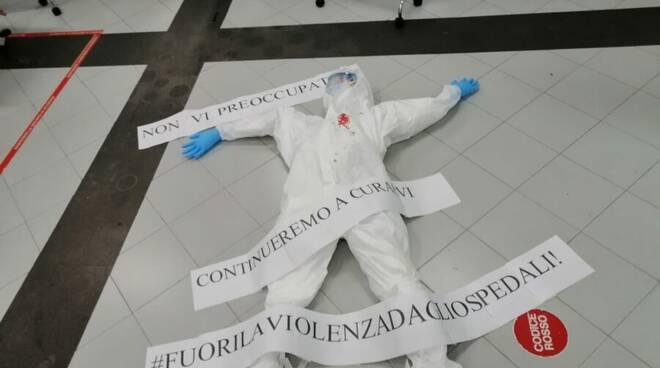 Flash mob Ospedale Cardarelli Napoli per infermiera aggredita