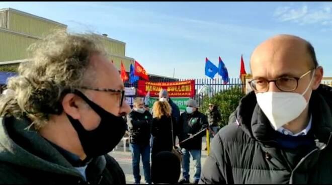 Gigione Maresca a Castellammare di Stabia per Positanonews, continua la protesta dei lavoratori della fabbrica di Meridbulloni